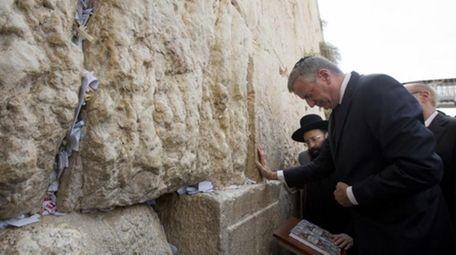New York City's mayor, Bill De Blasio, touches