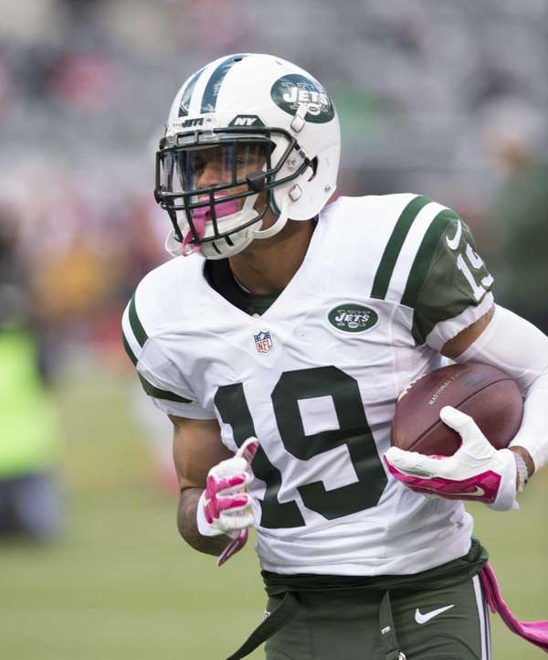 New York Jets wide receiver Devin Smith warms