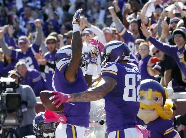 Minnesota Vikings wide receiver Mike Wallace (11) and