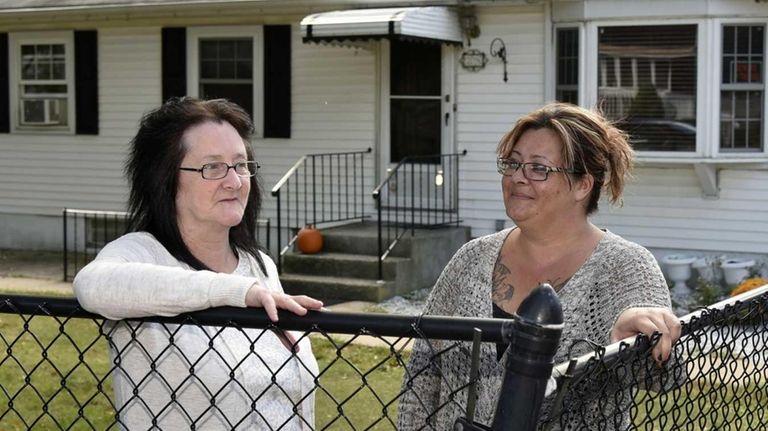 Randi Richman, left, and her daughter Lisa Viola