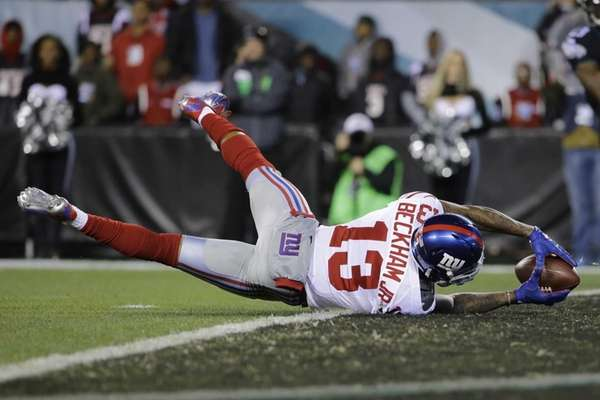 New York Giants wide receiver Odell Beckham scores