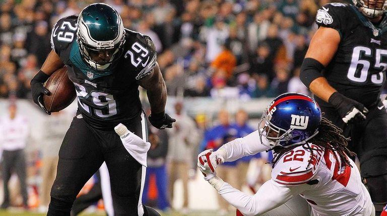 DeMarco Murray #29 of the Philadelphia Eagles breaks