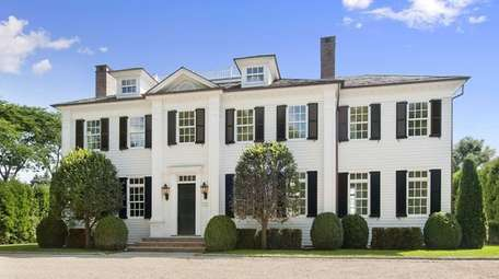 The design of this custom 6,500-square-foot Southampton Village