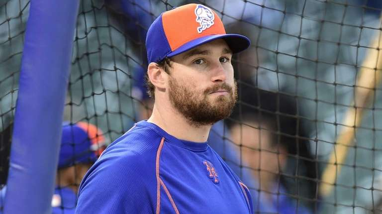 New York Mets second baseman Daniel Murphy looks