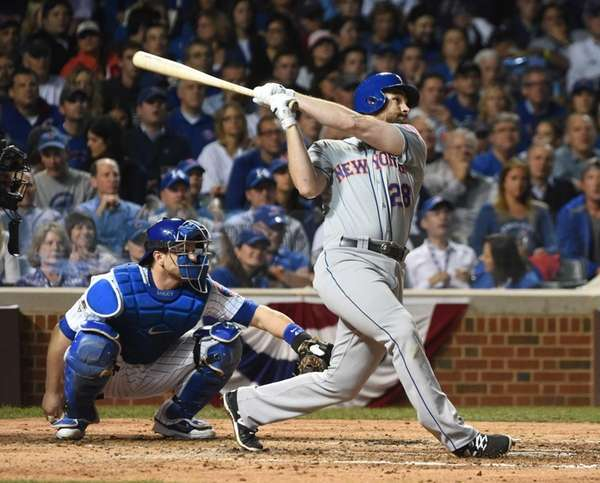 New York Mets second baseman Daniel Murphy hits