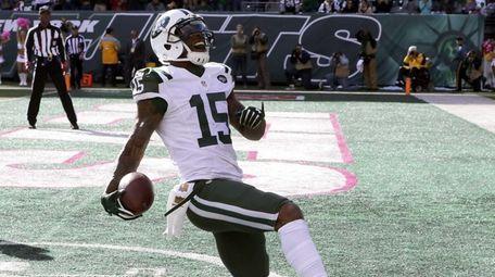 New York Jets wide receiver Brandon Marshall scores