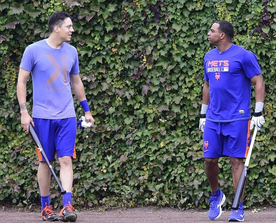 New York Mets shortstop Wilmer Flores (4) and