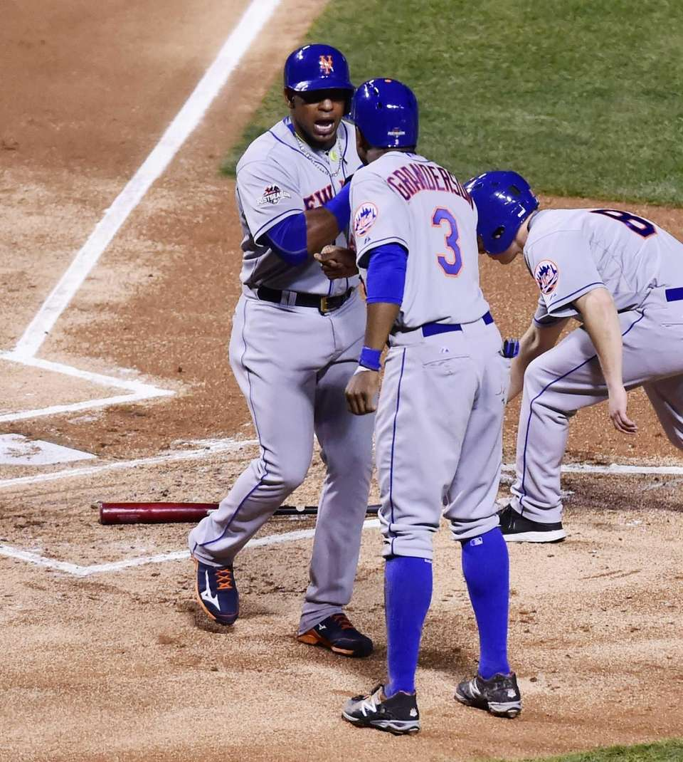 New York Mets centerfielder Yoenis Cespedes (52) and