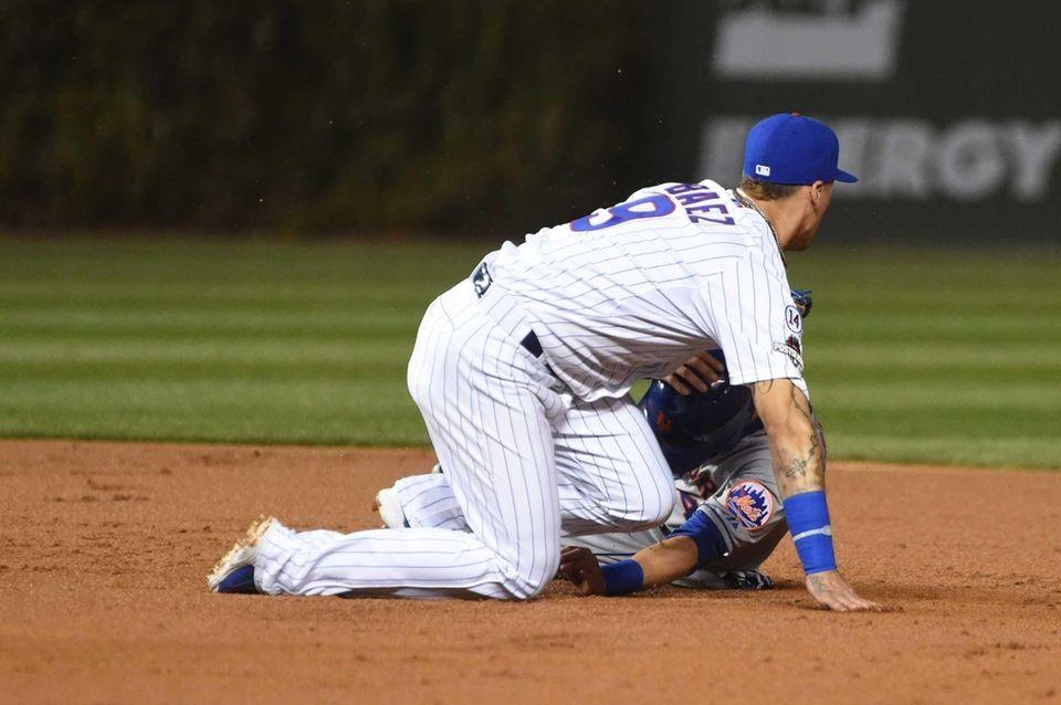 New York Mets shortstop Wilmer Flores (4) gets