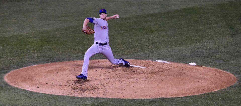 New York Mets starting pitcher Steven Matz (32)