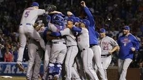 The New York Mets celebrate after Game 4