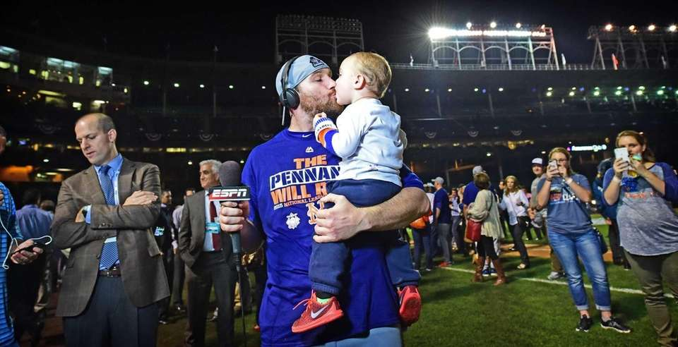 New York Mets second baseman Daniel Murphy kisses