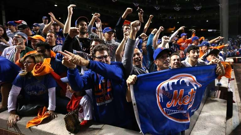 New York Mets fans cheer after Game 4