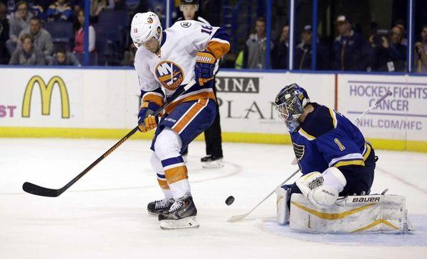 New York Islanders' Steve Bernier, left, tries to