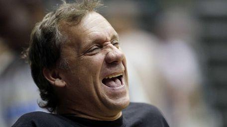 Flip Saunders laughs during Washington Wizards l training