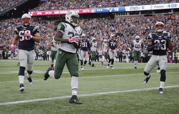 New York Jets running back Chris Ivory scores