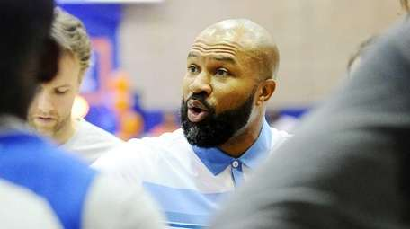 Derek Fisher gives instructions during the Knicks Tip-Off