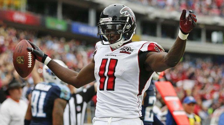Atlanta Falcons wide receiver Julio Jones celebrates after