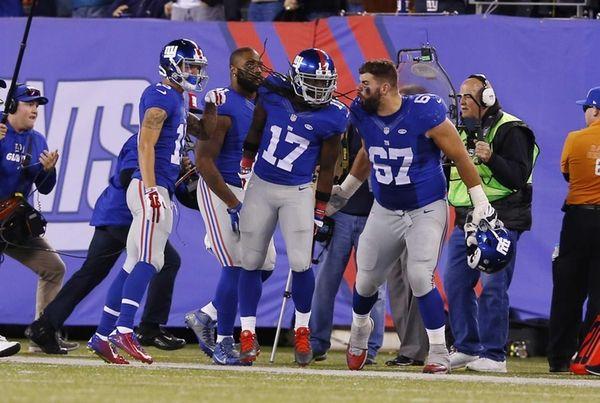 Dwayne Harris of the New York Giants celebrates