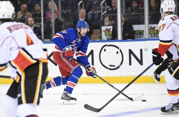 New York Rangers left wing Rick Nash skates