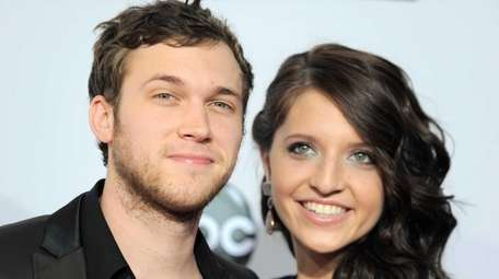 Phillip Phillips, left, and Hannah Blackwell arrive at
