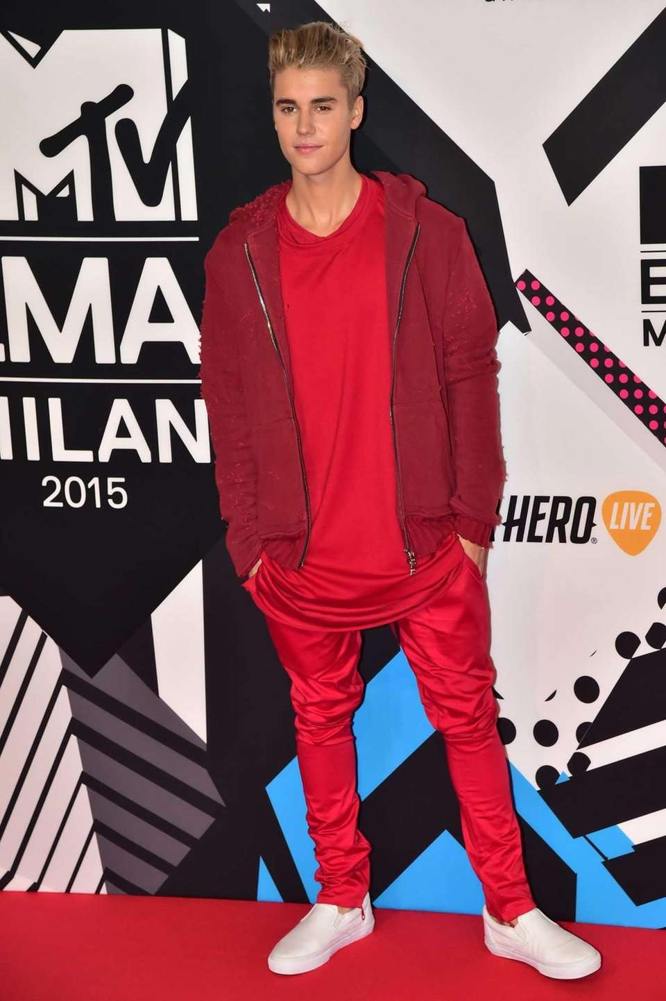 Justin Bieber arrives on the red carpet for
