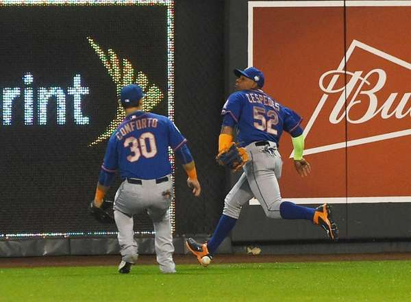New York Mets left fielder Michael Conforto (30)