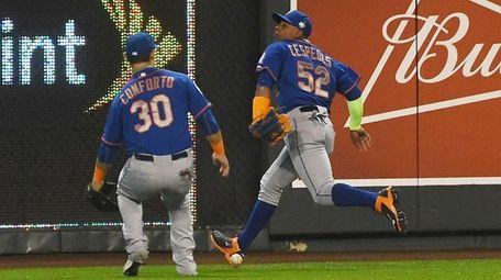 New York Mets left fielder Michael Conforto (30)