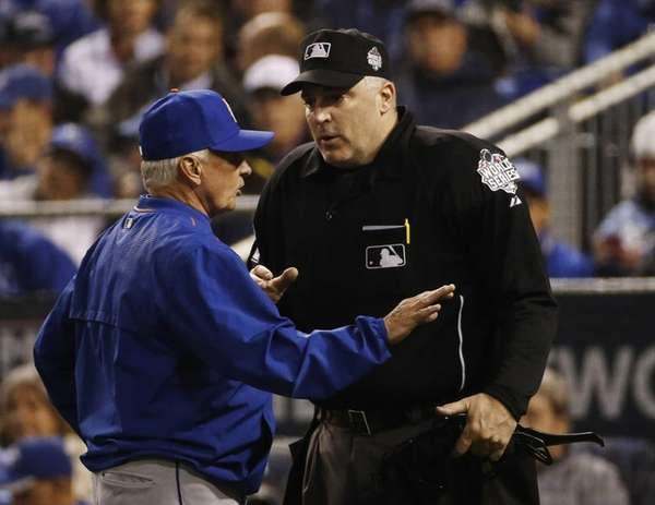 Home plate umpire Bill Welke talks to Mets