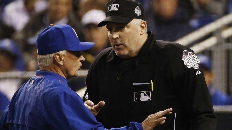 Home plate umpire Bill Welke talks to Mets