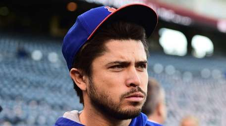 New York Mets catcher Travis d'Arnaud (7) prior