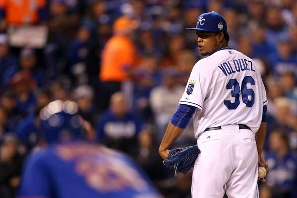 Edinson Volquez of the Kansas City Royals prepares