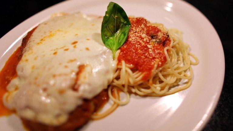 The chicken parmesan plate at the Primo Piatto