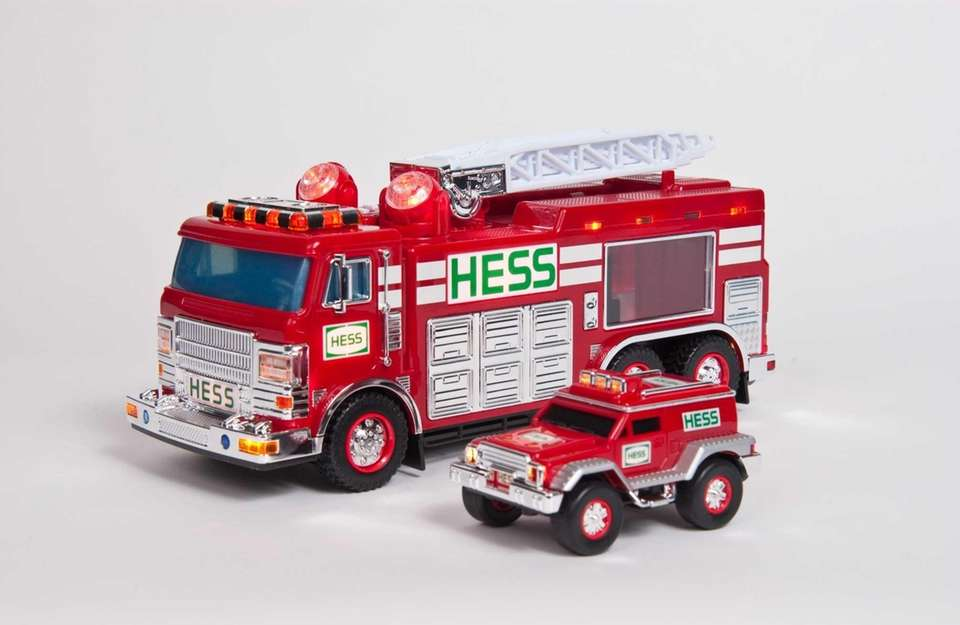 This two-in-one toy features a huge rotating ladder
