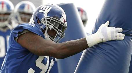 New York Giants defensive end Jason Pierre-Paul works