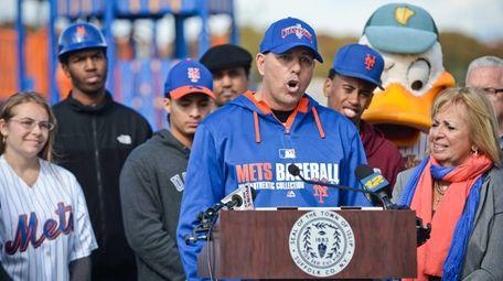 Former Mets player Kevin Baez speaks as Islip