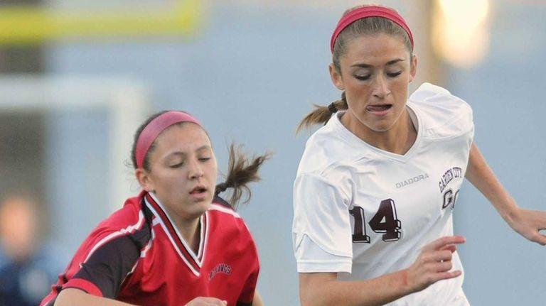 Garden City's Isabel Klatt, right, controls the ball