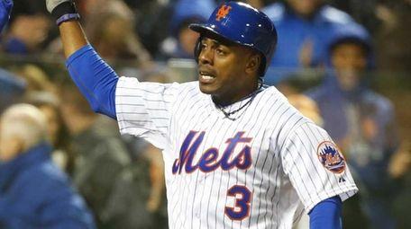 New York Mets rightfielder Curtis Granderson is high-fived