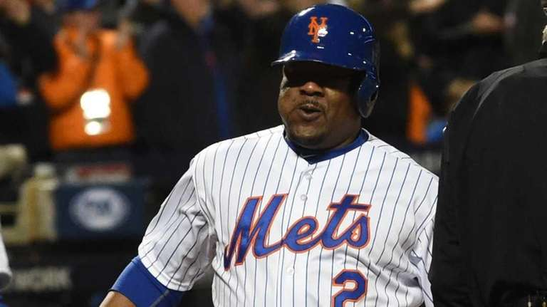 New York Mets' Juan Uribe scores on a