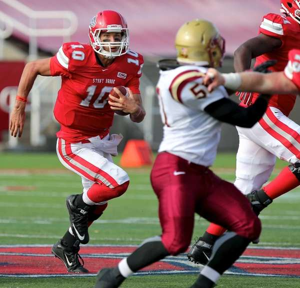 Stony Brook QB Joe Carbone takes the keeper