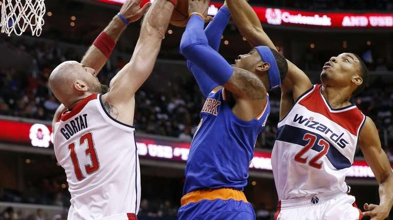 New York Knicks forward Carmelo Anthony, center,shoots between