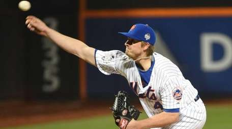 New York Mets relief pitcher Addison Reed (43)