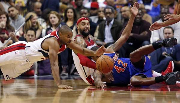 Washington Wizards guard Gary Neal (14) dives for
