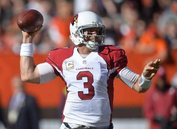 Arizona Cardinals quarterback Carson Palmer prepares to throw