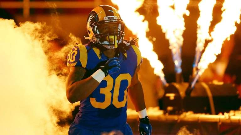 Todd Gurley #30 of the St. Louis Rams