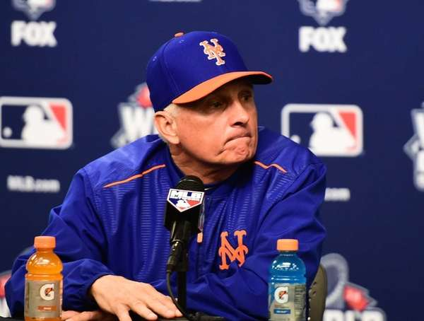New York Mets manager Terry Collins (10) speaks