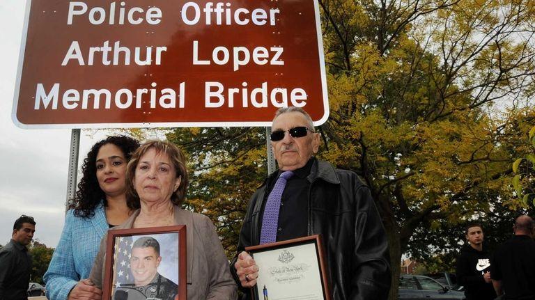 Charo Lopez, left, sister of slain Nassau County