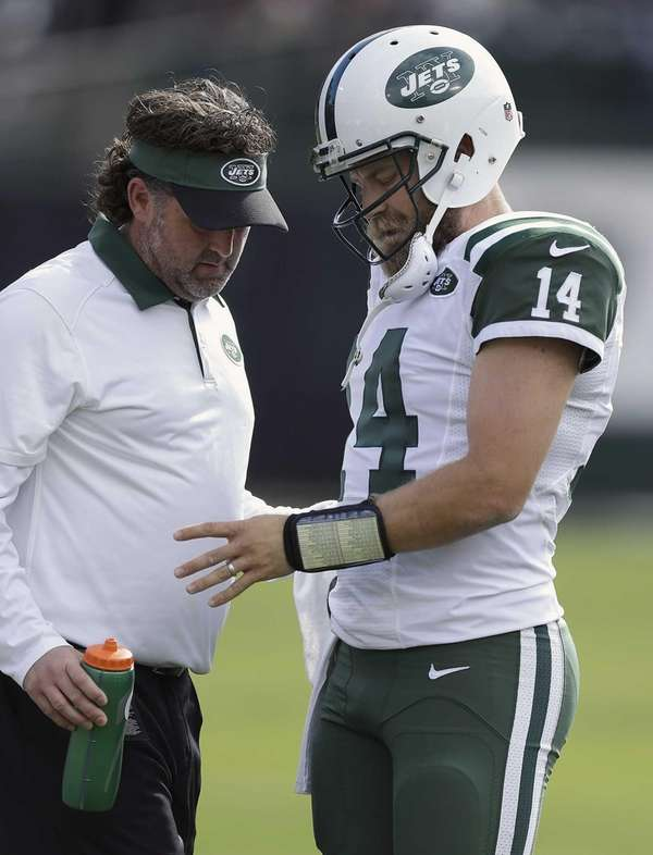 New York Jets quarterback Ryan Fitzpatrick (14) has