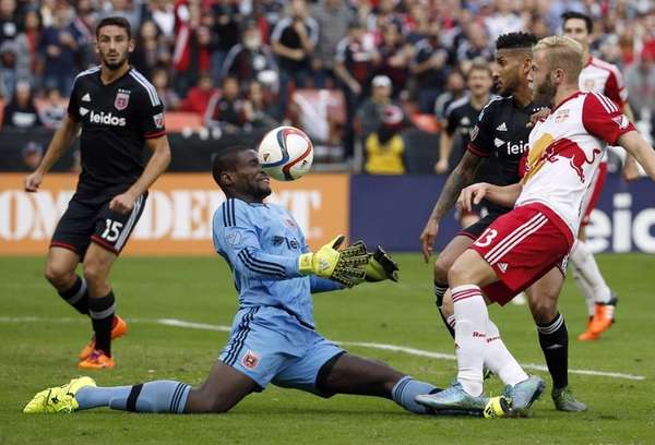 D.C. United goalkeeper Bill Hamid (28) makes a