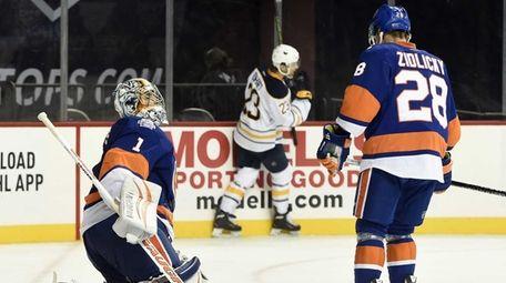 New York Islanders goalie Thomas Greiss (1) and